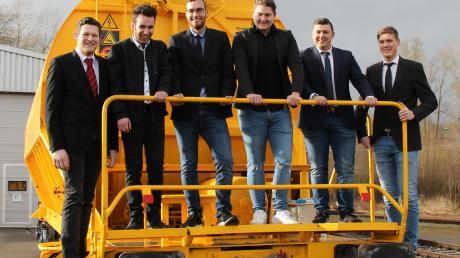Haben ihre Ausbildung bei RailMaint mit hervorragenden Leistungen abgeschlossen: (von links) Hubert Fürst, Matthias Stecher, Philipp Martin, Philipp Uhl, Tim Weigert und Georg Hesselt.