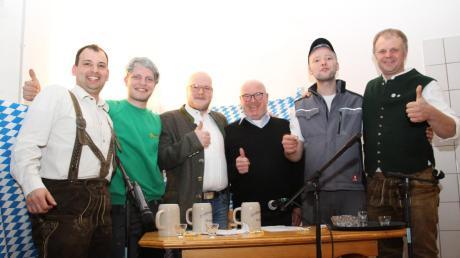 Die echten und die falschen Protagonisten des Abends: (von links) Michael Waller, Thomas Heckl, Moritz Wurm, Wigbert Kramer, Johannes Sommer und Claus Seemeier.