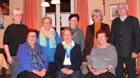Die Burgheimer Sänger: (sitzend von links) Hanna Kleber, Fini Schmalbach und Luise Meir; (stehend von links) Antje Rössler, Rosemarie Schneid, Margret Weidner, Helma Wisnewski und Josef Heckel.