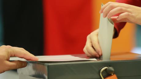 Der Corona-Virus hat Auswirkungen auf die Wahl am Sonntag. Einige Wahllokale im Landkreis werden kurzfristig verlegt.