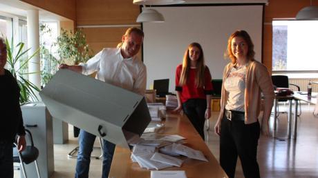 Pünktlich um 18 Uhr wurden auch in Karlshuld die Wahllokale geschlossen und die Stimmzettel ausgezählt.