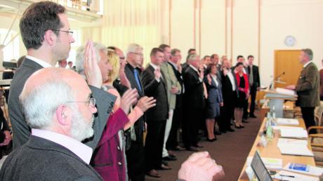 Der alte Kreistag bei der konstituierenden Sitzung vor sechs Jahren mit Landrat Peter von der Grün (2. von links), damals noch einfacher Kreisrat der Freien Wähler. Die Zusammensetzung des Gremiums wird sich grundlegend ändern.