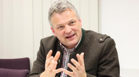 Staatssekretär Roland Weigert sorgt sich ind er Corona-Krise um die Unternehmen und macht sich für staatliche Stützungen stark.