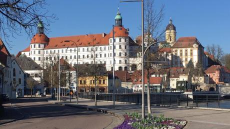 Die verschärften Ausgehbeschränkungen scheinen in Neuburg Früchte getragen zu haben. Am Donaukai war es trotz schönem, aber frostig-frischem Wetter am Sonntag ziemlich menschenleer.