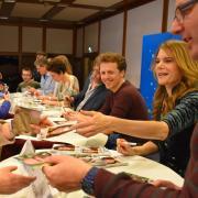 """Ferdinand Schmidt-Modrow bei einer Autogrammstunde mit Schauspielern aus """"Dahoam is dahoam"""" vor drei Jahren."""