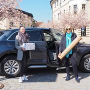 Sie liefern ab Montag: die Mitarbeiterinnen des Stadtmarketings Franziska Kober und Angelika Ostermaier (von links).