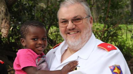 Pater Gerhard Lagleder unterstützt Kinder und Kranke in Mandeni.