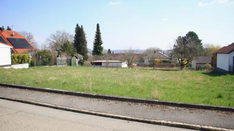 """Die letzten noch freien Grundstücke in Bittenbrunner Baugebiet """"Im Grund"""" sollen mit Mietshäusern bebaut werden und würden viel höher als die Häuser in der Nachbarschaft."""