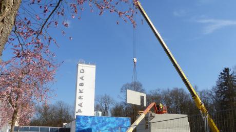 Auf der Baustelle am Parkbad entsteht gerade ein Parkdeck. Dort wird, wie auf allen Freilandbaustellen weiter gearbeitet.