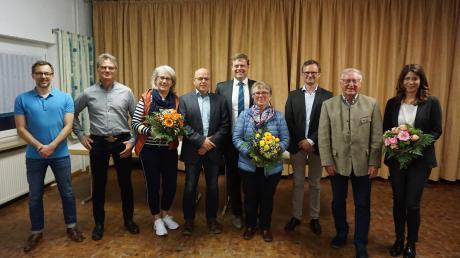 Vizebürgermeister Michael Lederer (Mitte) übernahm bei der jüngsten Sitzung des Karlshulder Gemeinderats die offizielle Verabschiedung der ausscheidenden Mitglieder.