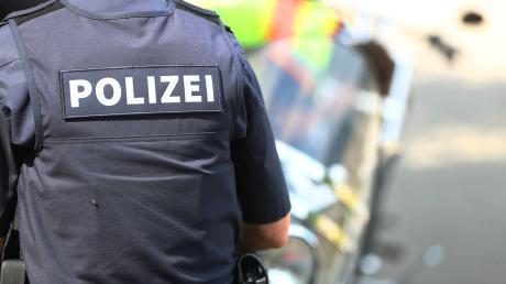 Ein 43-Jähriger aus Niederbayern bricht am Mittwoch in ein Altenheim in Odelzhausen ein. Kurze Zeit später nehmen ihn die Beamten fest.