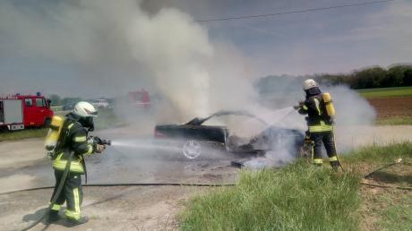 Die Feuerwehr musste am Samstagnachmittag ein in Brand geratenes Auto an der B 16 zwischen Bruck und Maxweiler löschen.
