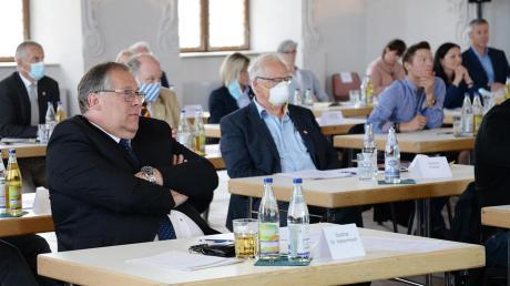 Vertrauensperson: Johann Habermeyer (vorne) von den Freien Wählern bekam bei der Wahl zum 2. Bürgermeister nur vier Gegenstimmen.