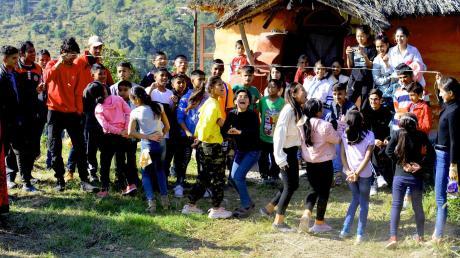 Damit sie sich nicht mit dem Coronavirus anstecken können, haben die Kinder das Heim in Pokhara verlassen.