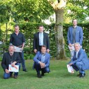 Diese Ehekirchener Gemeinderäte schieden aus ihrem Amt aus: (oben von links) Georg Kugler, Josef Karmann, Johannes Wintermayr und Anton Daferner sowie (unten von links) Paul Strixner, Franz Männling und Ralf Wittmann.