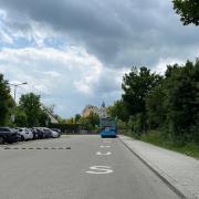 Die Stellplätze auf der Schlösslwiese werden erweitert. Wo die Busse künftig parken sollen, ist umstritten.