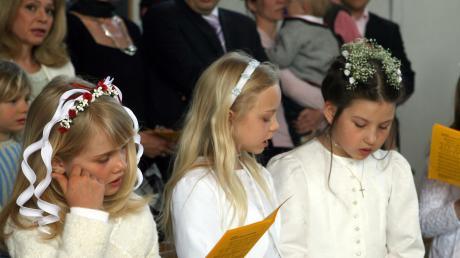 Die feierliche Messe zur Kommunion ist der Höhepunkt im Leben junger katholischer Christen und Christinnen. Wegen der aktuellen Corona-Pandemie und ihrer Konsequenzen aber musste der feierliche Tag verschoben werden.