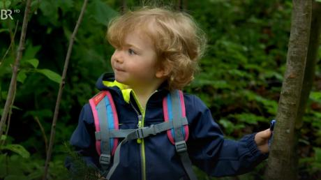 Diese Szene lief bereits am vergangenen Donnerstag: Die dreijährige Valentina Sayer aus Ehekirchen geht als Vicky mit ihrem Papa Florian Brunner (Tommy Schwimmer) im Wald spazieren.