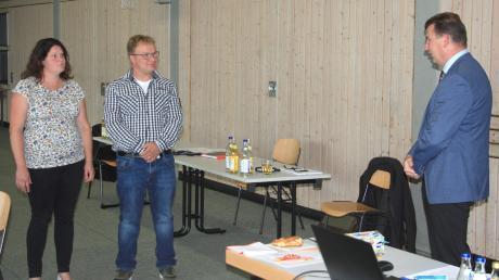 Stefan Hertl, scheidender Ortssprecher für Fern- und Nähermittenhausen, wurde von Bürgermeister Günter Gamisch (rechts) verabschiedet.