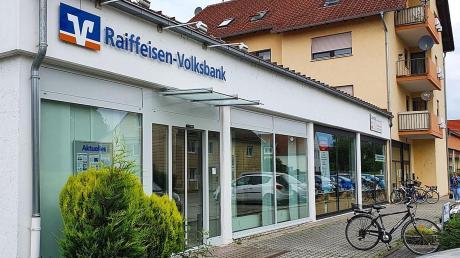 Die VR-Bank in Neuburg-Ried bleibt mit Automaten vor Ort, zieht aber die Berater der Kunden ab.