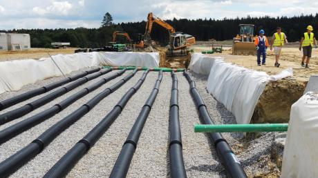 Die Grundlagen für Kanalisation, Klärwerk und die Sonax-Hallen werden derzeit gebaut.