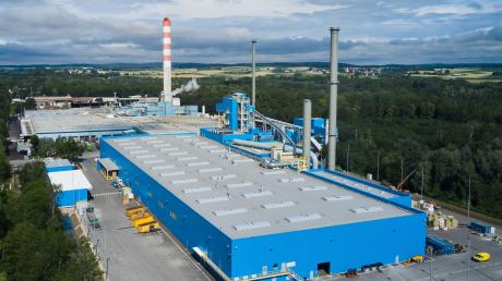 200 Meter lang und 60 Meter breit ist die neue Fertigungshalle von Rockwool. Es ist die neunte Produktionslinie des dänischen Unternehmens in Deutschland und die dritte am Standort Neuburg.