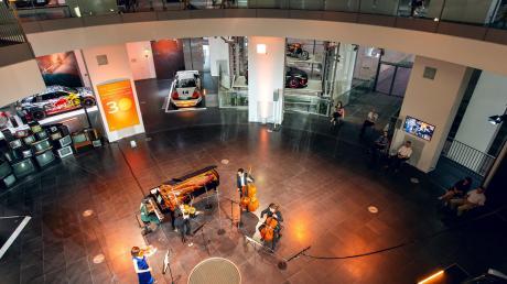 Der Auftakt der Audi Sommerkonzerte war ein kulturelles Erlebnis auf zwei Etagen. Die Zuschauerzahl vor Ort war coronabedingt begrenzt.