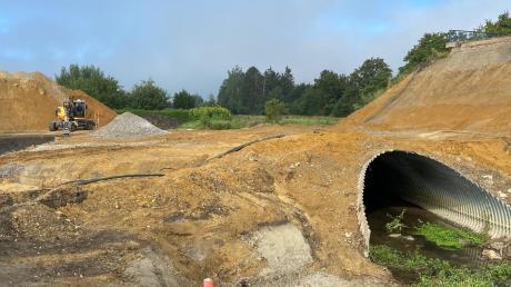Das Rohr im Sachsenweidengraben ist in die Jahre gekommen und wird bald durch ein neues Rohr ersetzt.