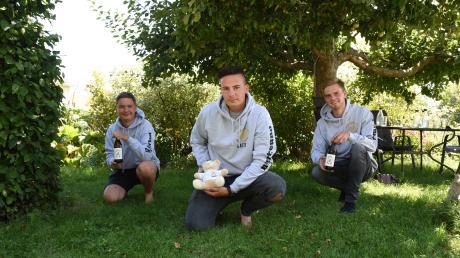 Martin Schmitt (links), Matthias Kutz und Leonhard Moosheimer (rechts) haben die Bierfreunde gegründet.