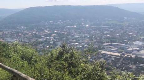 Auf den Arzberg (im Hintergrund) in Beilngries führt ein beliebter Wanderweg.