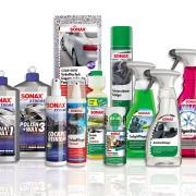 70 Jahre Sonax: Der einprägsame Name ist geblieben – das Erscheinungsbild hat sich im Laufe der Jahrzehnte allerdings deutlich gewandelt, wie an dieser Auswahl von Produkten zu sehen ist.