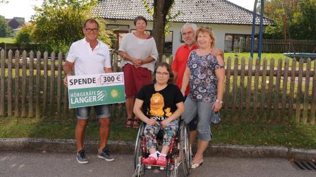 Richard Neugebauer (rechts) zusammen mit Mini Forster-Hüttlinger, Carolin Jocham und ihren Eltern Christl und Norbert Jocham.