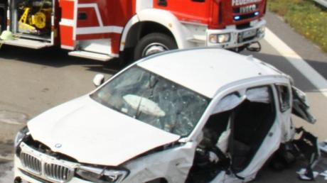 Bei einem Unfall auf der A9 wurde ein Mann lebensgefährlich verletzt. Der Unfallverursacher wollte wohl rechts überholen.