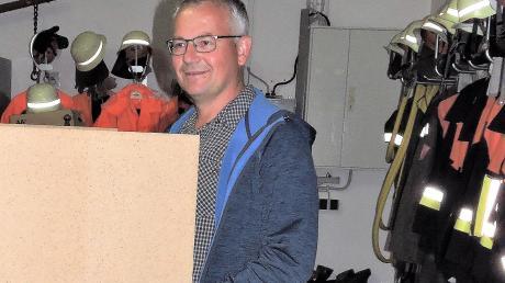 Kurz bevor Markus Martin zu Amt und Würden kam, begab sich auch er zur Wahlkabine im Feuerwehrhaus.
