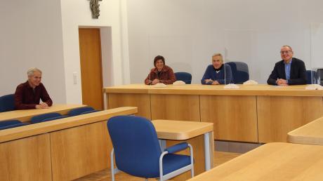Freuen sich über neue Sitzungssäle (von links): Hans Ruschak, Anna Maria Böswald, Norbert Knoblach und Günter Mayerhöfer.
