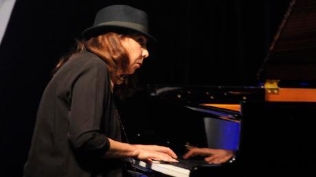 Lassen lebensbejahende Musik durch den Jazzkeller schweben: Rita Marcotulli (Bild) und Luciano Biondini.