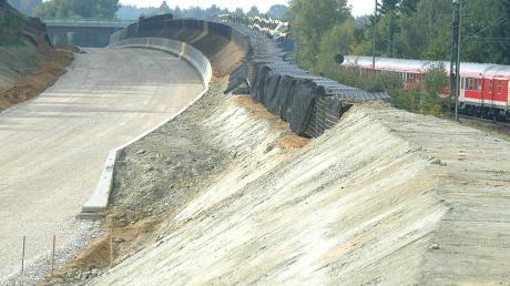 Die Lärmschutzwand wurde 2003/04 beim Neubau der Ortsumfahrung Oberhausen errichtet.