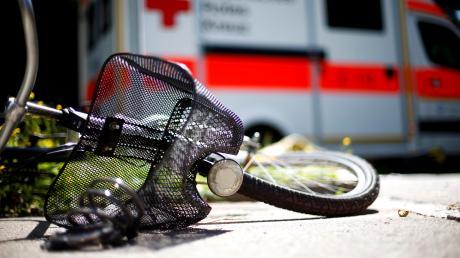 Eine 66-Jährige ist in Ziemetshausen mit einem Pedelec gestürzt und hat sich dabei schwer verletzt.