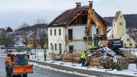 Abbruch in Oberhausen: Auch das Rathaus ist nun gefallen.