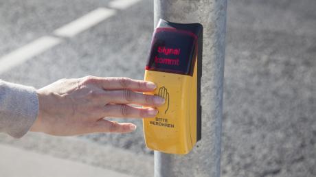 Fußgängerampeln sollten in Straß, Sinning und Leidling für mehr Sicherheit sorgen.