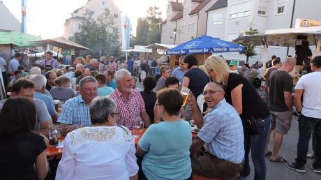 Szenen wie diese auf dem Marktfest in Burgheim 2019 wirken fast wie aus einer anderen Zeit.