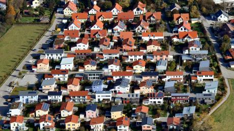 Wer ein Grundstück bekommt oder nicht, regelt in vielen Kommunen ein Punktekatalog. Welche Kriterien stärker oder schwächer zum Tragen kommen, entscheidet der Gemeinderat.