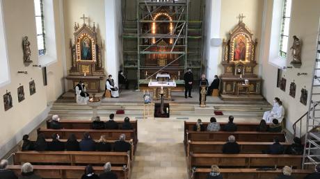 Angehörige und geladene Gäste nahmen am Mittwochnachmittag coronakonform in Karlshuld Abschied von Karl Seitle.