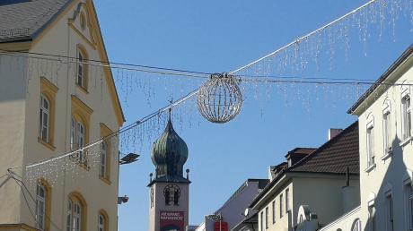 An der Bullinger-Kreuzung glitzert die Weihnachtsbeleuchtung noch genauso in der Sonne wie in allen anderen innerstädtischen Straßen.