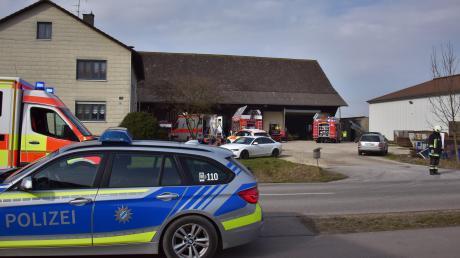 Auf diesem Hof in Grasheim ereignete sich am Donnerstagvormittag ein schwerer Betriebsunfall. Ein 64-jähriger Mann wurde unter mehreren Tonnen Getreide verschüttet.