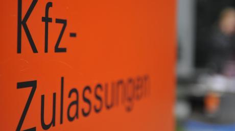 Immer mehr Bürger beklagen die langen Wartezeiten bei der Zulassungsstelle in Neuburg.