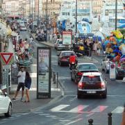 Ein solcher Trubel ist derzeit in Sète nicht vorstellbar. In der Mittelmeerstadt gelten Ausgangssperren und -radien bis zehn Kilometer.
