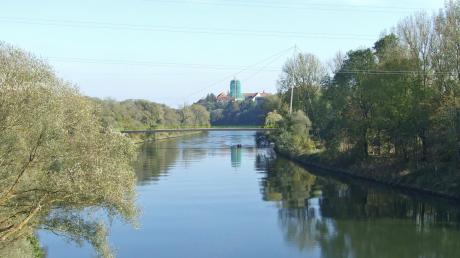 Neuburg plant eine Fußgänger- und Radfahrerbrücke über die Donau. Hier ein Modell zwischen Schilchermühle und Brandlwiese.