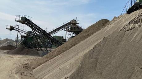 Im Gemeindegebiet wird an mehreren Stellen Kies abgebaut