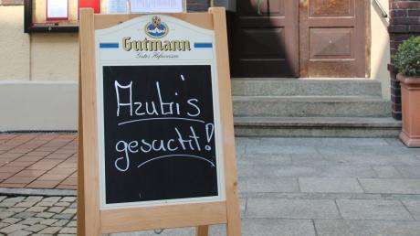 """Auch Karl und Anke Deiml, die Betreiber des Hotels und Brauereigasthofs Neuwirt in Neuburg, suchen noch Auszubildende. """"Wir können auch niemanden zum Probearbeiten kommen lassen"""", sagt Karl Deiml."""